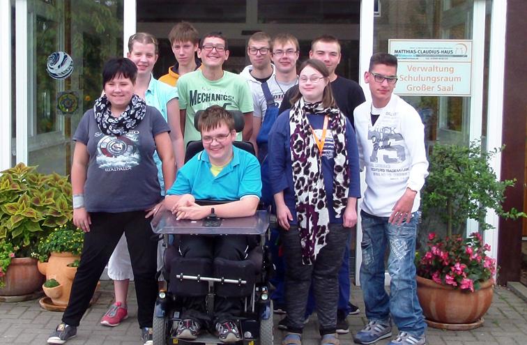 Junger Erwachsener mit Behinderungen